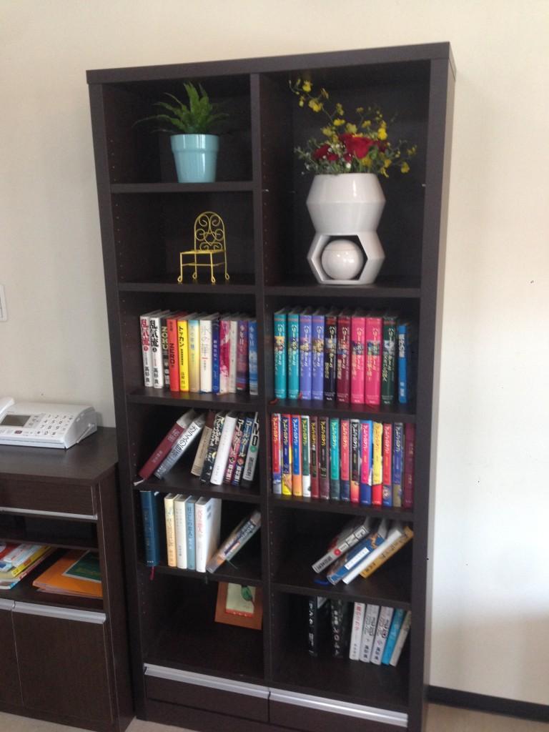 花骨の商品設置イメージ,心繋を本棚に飾る