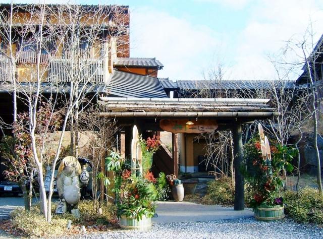 門松と旅館