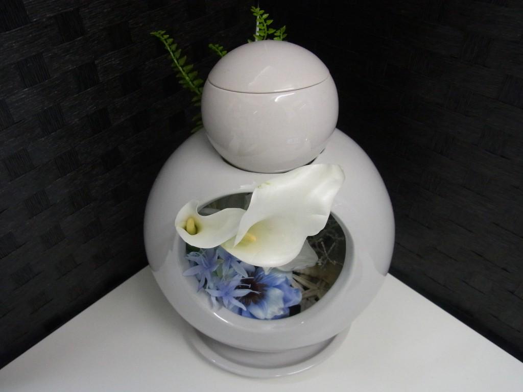 骨壷 手元供養 散骨 海のモデル 花